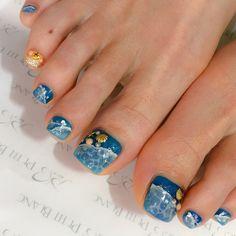 深いブルーに広がるドロップアートで夏の海を表現した季節感抜群のデザインです✨指によって違う波のゆらめきで、2018夏の足元を動きのある印象に導いてみませんか。。♡?(id:3084798) Summer Nails, Nail Art, Beauty, Design, Summery Nails, Nail Arts, Summer Nail Art, Beauty Illustration