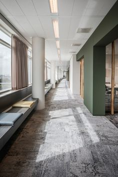 Wildenberg interieurarchitectuur designed the offices for Dutch insurance company Klap Verzekeringsmakelaar, located in Amsterdam, Netherlands. Office Floor, Open Office, Office Carpet, Office Meeting, Meeting Rooms, Corporate Interiors, Office Interiors, Corporate Offices, Commercial Design