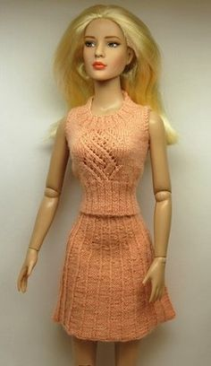 DWD Free Pattern 14 – Ribbed Skirt for 16-Inch Fashion Dolls and Ellowyne: 1) http://www.dollswestdesigns.com/uploads/3/4/9/1/34910460/dwd_free_pattern_14.pdf 2) http://web.archive.org/web/20121018144050/http://www.dollswestdesigns.com/PDF_Files/DWD_Free_Pattern_%2314.pdf