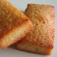 the French like to snack too! Financier Recipe, Desserts Français, Vanilla Recipes, Ground Almonds, Almond Cakes, French Pastries, Brown Butter, Cakes And More, Gluten Free Recipes