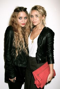 There are very few people deemed 'style icons' who continue to live up to the honor year after year, consistently setting trends seasons before they become mainstream. Mary-Kate and Ashley Olsen, who need no introduction, are two such m. Mary Kate Olsen, Mary Kate Ashley, Ashley Olsen Style, Olsen Twins Style, Olsen Fashion, Prep Fashion, Fashion Pics, Fashion Edgy, French Fashion