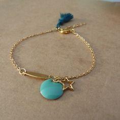 Bracelet chaîne dorée et breloques dorées et émail