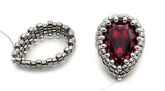Bezel 14 x Pear shape Swarovski. Beaded Brooch, Beaded Rings, Beaded Necklace, Beaded Jewelry Designs, Bead Jewellery, Jewelry Making Classes, Diy Jewelry Tutorials, Embroidery Jewelry, How To Make Beads
