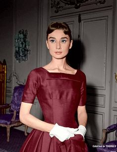 Audrey Hepburn, c. Photographed during the filming of Billy Wilder's Love in the Afternoon Dress: Givenchy. Style Audrey Hepburn, Aubrey Hepburn, Audrey Hepburn Photos, Brigitte Bardot, Golden Age Of Hollywood, Old Hollywood, Givenchy, Greta, Marlene Dietrich