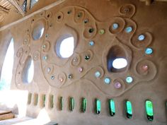 I love the ability to create decorative natural lighting within a wall. The abilities of artistic expression with cob has always intrigued me Bottle House, Bottle Wall, Glass Bottle, Cob Building, Building A House, Green Building, Cob House Plans, Cordwood Homes, Earth Bag Homes