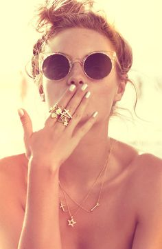 Hippie Style ♥ Gold rings and necklaces Hippie Style, Hippie Chic, Boho Chic, Sunglasses For Your Face Shape, Clover Ring, Bohol, Summer Of Love, Summer 3, Hello Summer