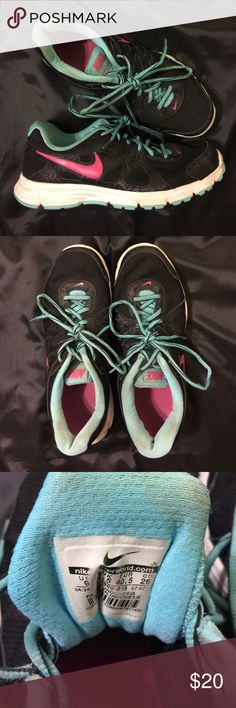 🔴Nike Running Shoes Nike Running Shoes in great condition! Nike Shoes Athletic Shoes