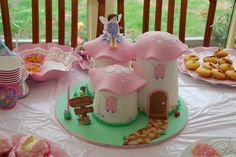 My niece's birthday cake, at location. Beautiful Cakes, Amazing Cakes, Princess Cookies, Fairy Cakes, Cake Tutorial, Creative Cakes, Celebration Cakes, Holiday Treats, Cake Designs