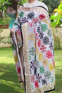 Intricately embroidered georgette dupatta.. Read more http://fashionpro.me/choosing-dupatta-complement-outfit