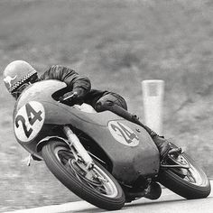 Jack Findlay racing a matchless motorcycle - winning him the championship at the grand prix Vintage Air, Vintage Bikes, Vintage Motorcycles, Vintage Racing, Motorcycle Racers, Racing Motorcycles, Motorcycle Companies, Racing Events, Old Bikes