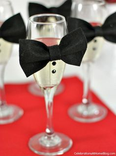 Want to host an Oscar Party worthy of your own red carpet but not sure how to put it together? Get some inspiration from our 15 fabulous Oscar party ideas! New Years Eve Decorations, Party Table Decorations, Party Centerpieces, Table Party, Black Tie Party, Bow Tie Party, Oscar Party, New Years Dinner Party, New Years Eve Party Ideas For Adults