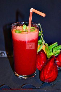 Sucuri naturale antioxidante, o portie de sanatate la pahar - CAIETUL CU RETETE Yummy Food, Tasty, Nutribullet, Dessert Recipes, Desserts, Healthy Smoothies, Moscow Mule Mugs, Vitamins, Food And Drink