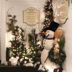 Frosty the Snowman was a jolly happy soul   #winterishere #christmasdecor #holidaycheer #itsbeginningtolookalotlikechristmas #newengland #sturbridge #historic #comfort #publickhouse
