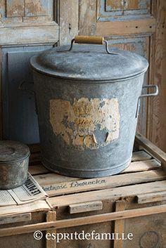 © Esprit de Famille I brocante en ligne I déco vintage industrielle  www.espritdefamille.co  Poubelle zinc €39.90, brocante, objets déco brocante, déco vintage industrielle, Europe shipping