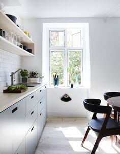Bighearted sorted kitchen design tips Quirky Kitchen, Loft Kitchen, Home Decor Kitchen, Kitchen Interior, New Kitchen, Kitchen Dining, Beautiful Kitchens, Cool Kitchens, Scandinavian Kitchen