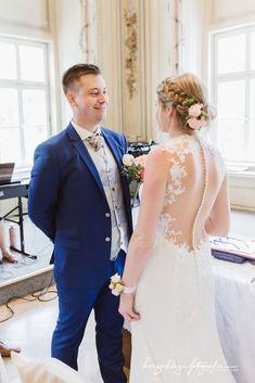 Times New Roman, Lace Wedding, Wedding Dresses, Tops, Fashion, Wedding Dress Lace, Dress Wedding, Bride Dresses, Moda