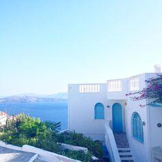 Good Morning #santorini #holiday #villamariaakrotiri #travelwithme #blueandwhite #lovedailydose #greece by strasserbirgit