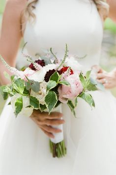 Blush and burgundy summer bouquet: http://www.stylemepretty.com/little-black-book-blog/2015/08/31/romantic-al-fresco-montana-wedding/ | Photography: Tamara Gruner - http://tamaragruner.com/