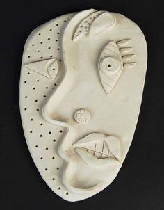 Picasso : en pâte autodurcissante ou en papier (papier ondulé pour le relief ?)