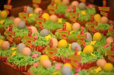 Cupcakes at a Egg Hunt Easter Party #easter #cupcakes