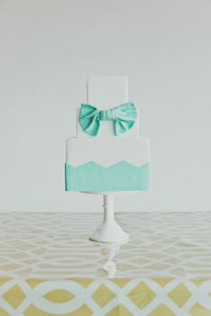 Why not have a cake that matches your dress? A sweet accessory indeed!