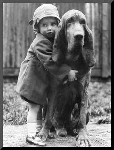 vintage pictures Vintage Portraits of Girls with Their Dogs Mans Best Friend, Girls Best Friend, Best Friends, Vintage Children Photos, Vintage Pictures, Animals For Kids, Cute Animals, Bloodhound, Tier Fotos
