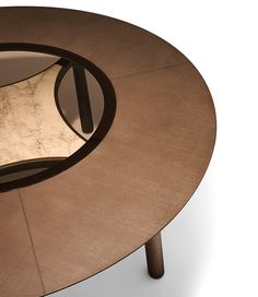 The Memos table has a sculptural presence, with the special insert under the top that makes this design unique.