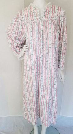 Vtg LANZ OF SALZBURG Christmas Holly Cotton Flannel Granny Gown Nightgown  LARGE  LanzofSalzburg  Gowns bf2c18879