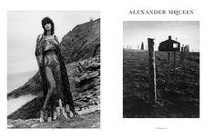 En los últimos años, las campañas de Alexander McQueen han sido fotografiadas por David Sims pero para AW16 la marca decidió tomar una dirección diferente y convocar a una de las estrellas emergentes de la fotografía de moda, Jamie Hawkesworth. El fotógrafo nacido en Surrey ya ha sido responsable de una campaña de Miu Miu …