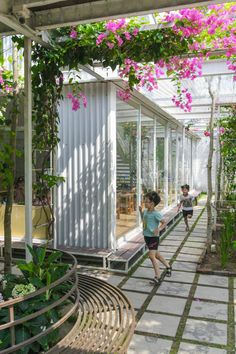 Due to a maximum lease of 10 years on the land, the building was designed to be easy to dismantle and relocate, with the structure based on a simple two-storey steel frame. Earthship Home, Dream School, Urban Nature, Garden Architecture, Montessori, Vietnam, Preschool, Exterior, Layering