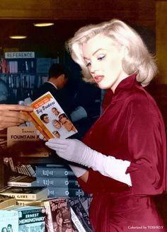 Marilyn Monroe, love her red dress.