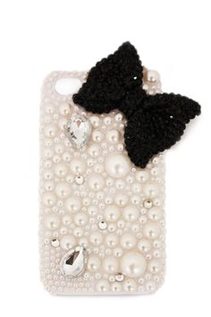 Happy Trendsday! Today we have a special pick- meet Bijoux, the bejeweled iPhone case for the girl who's posh from head to phone!
