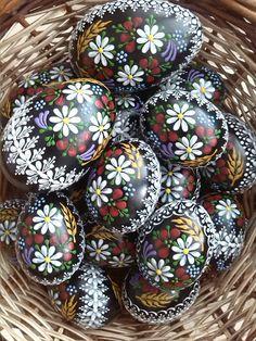 kraslice China Painting, Stone Painting, Egg Dye, Ukrainian Easter Eggs, Shabby Chic Crafts, Quilling Art, Egg Decorating, Exotic Flowers, Egg Shells
