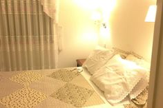 Bed & Breakfast en Lima, Perú. MIRAFLORES. A beautiful room in a new building. First floor, that gives a calm space in a bright and spacious place, and has everything for a confortable stay. It has a full bed, a big closet, a private bathroom, a small desk.  A beautiful room in...