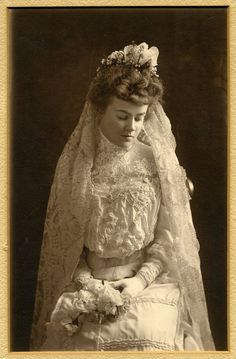 Vintage wedding photograph, Grace Weaver Powers who married William Denton Bloodgood in New York City on 4/22/1903. Description from vintag.es. I searched for this on bing.com/images