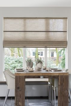 Folding curtains in a dining room House Blinds, Blinds For Windows, Curtains With Blinds, Custom Curtains, Roman Blinds, Window Coverings, Window Treatments, Roman Shades, Home And Living