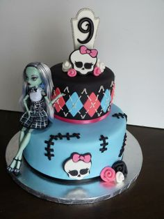 10 Cool Monster High Cakes - Pretty My Party - Party IdeasYou can find Monster high cakes and more on our Cool Monster High Cakes - Pretty My Party - Party Ideas Tortas Monster High, Festa Monster High, Monster High Cakes, Monster High Party, Monster High Birthday Cake, Birthday Cake Girls, Birthday Cakes, Birthday Ideas, Happy Birthday