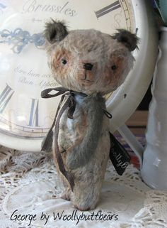 Vintage style George Bear 4.5 inches tall by Woollybuttbears