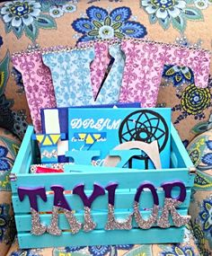 19 Sorority Crafts to Make This Summer, by Category Big and little crafts , Kappa Kappa Gamma Dear Future Big, This is cute! that is all haha Taylor ♥ Big Little Week, Big Little Gifts, Little Presents, So Little Time, Phi Sigma Sigma, Kappa Kappa Gamma, Alpha Sigma Alpha, Sorority Canvas, Sorority Paddles