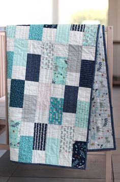 King Patchwork Quilt w/ Designer Fabrics Blue White Ella Quilt Baby, Baby Quilts Easy, Baby Quilts For Boys, Kid Quilts, Baby Patchwork Quilt, Blue Quilts, Baby Quilt Tutorials, Quilting Tutorials, Quilting Designs