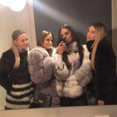 Fur fan page( Black Fur Coat, Fox Fur Coat, Fur Coats, White Face Mask, Fur Clothing, Fur Fashion, Girly Outfits, Lady, Selfie