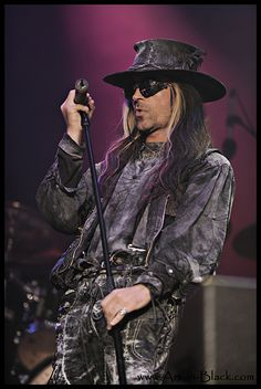 Carl McCoy- Fields of the Nephilim 2008  (I was at this show...)
