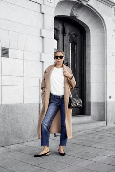 Chanel and camel Colourful Outfits, Simple Outfits, Winter Wardrobe Essentials, Girlie Style, Camel Coat, Fashion 2018, Minimalist Fashion, Minimalist Style, Maternity Fashion