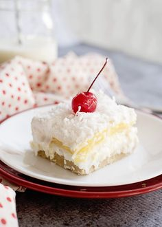 Tropical Dream Bars - Enjoy Summer A Bit Longer :) - Southern Plate Summer Dessert Recipes, Great Desserts, No Bake Desserts, Delicious Desserts, Yummy Snacks, Yummy Food, Best Grill Recipes, Pie Recipes, Fall Recipes