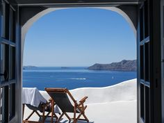 VRBO.com #6483989ha - Luxury Villa with Outdoor Jacuzzi Pool and Breathtaking Views of the Caldera!