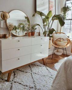 🥰 – room inspo – – Home Decor Apartment Bedroom Plants Decor, Plant Decor, Decor Room, Aesthetic Room Decor, Aesthetic Plants, Home Bedroom, Bedroom Ideas, Modern Bedroom, Contemporary Bedroom