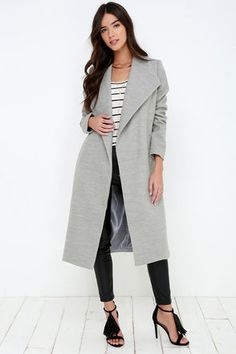 The What Dreams Are Made Of Grey Coat is a daydream waiting to happen! Get cozy in soft, woven flannel that slopes from a pointed collar into a draping open front. Diagonal welted pockets accent the front of the midi-length bodice while long sleeves frame it on either side.