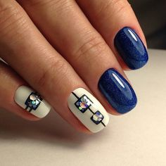 BLUE, GEOMETRIC, GLITTER, SHIMMER, SHORT, SQUOVAL, WHITE Shimmering blue nail polish. And sequins of a hexagonal shape on a white background.