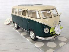 Geldgeschenk zur Hochzeit vintage VW Bulli verschiedene Farben über http://de.dawanda.com/product/107623387-hochzeitsauto-vw-bus-t1-gruenweiss-geldgeschenk