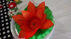 Forminha em tecido Vitória Régia, base total 9 cm por 4cm de altura total em duas cores.